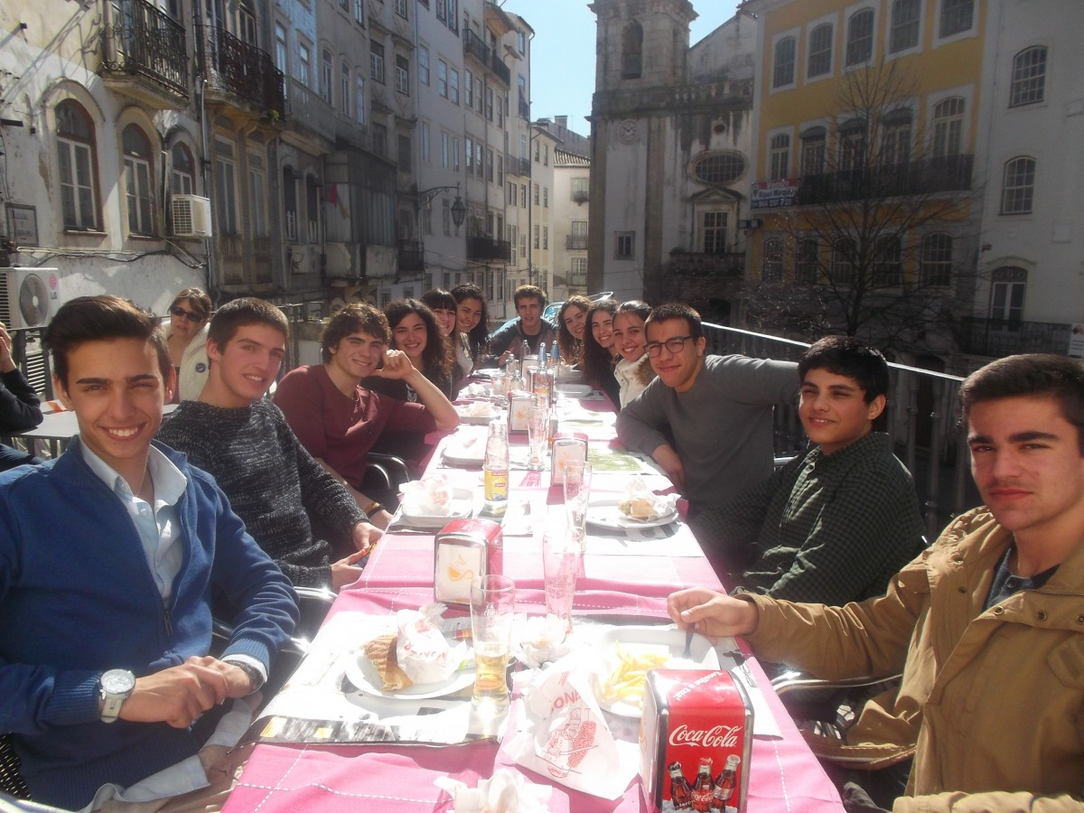 people-eating-on-a-terrace
