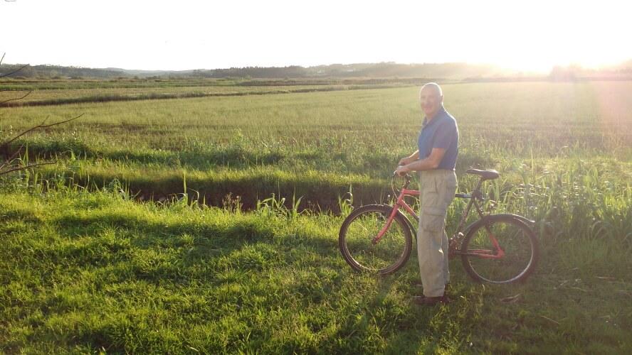 Paulie arrives on his bike at Termas-da-Azenha
