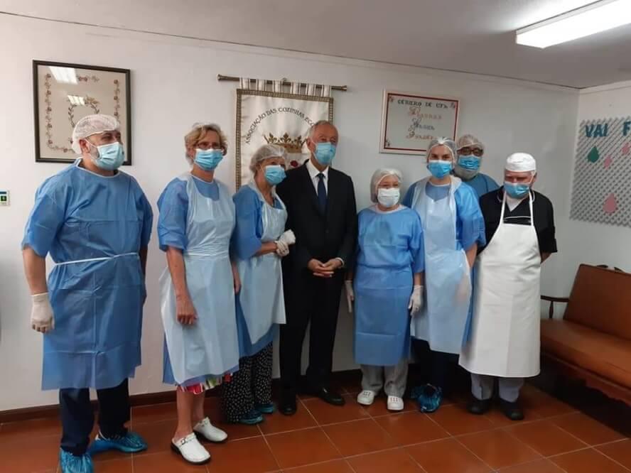 Marcelo visits the volunteers in the Cozinha Economica