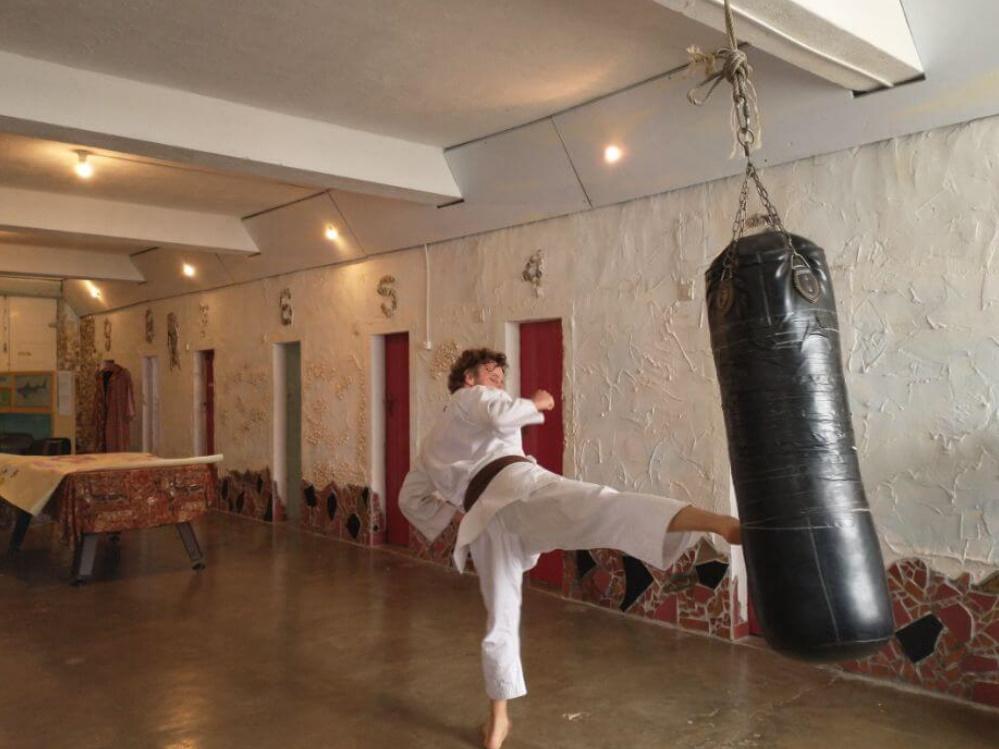 karatetraining in de grote zaal