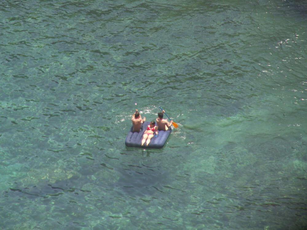 3-pessoas-no-lago