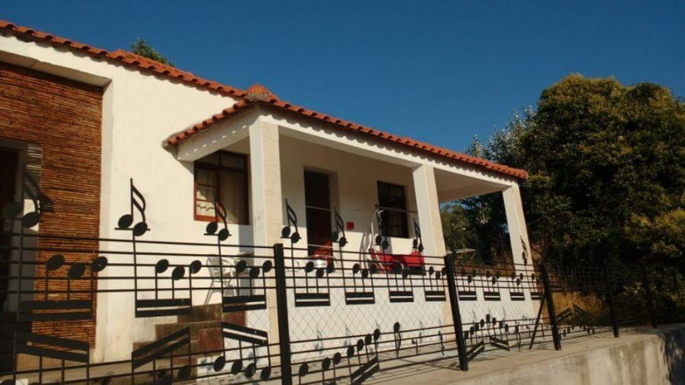 Het-musiekhek-en-veranda-van-Casa-Palmeira-