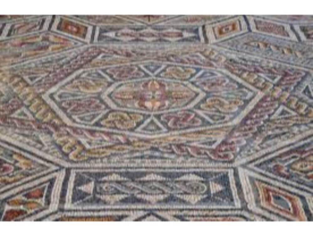 chao-colorida-em-mosaico-em-Conimbriga