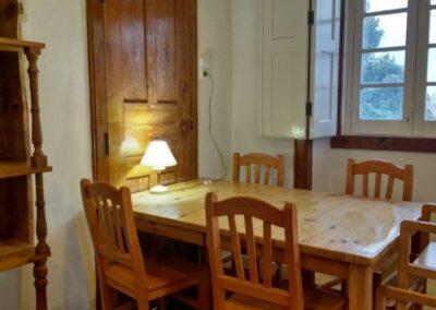 Pomarinho_mesa-e-janela-na-cozinha