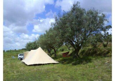 camping-met-een-tent-en-wolken