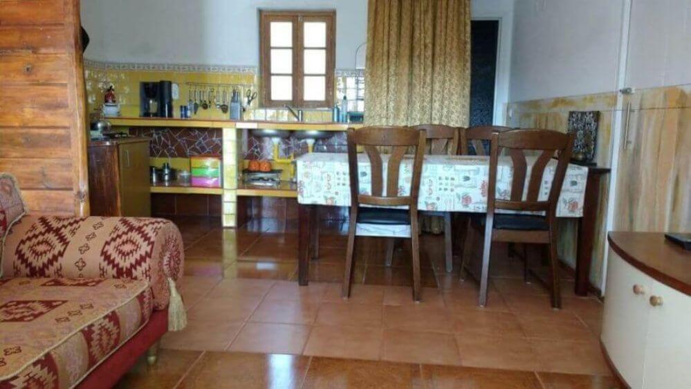 eettafel-en-keuken-van-vakantiehuis-Oliveira
