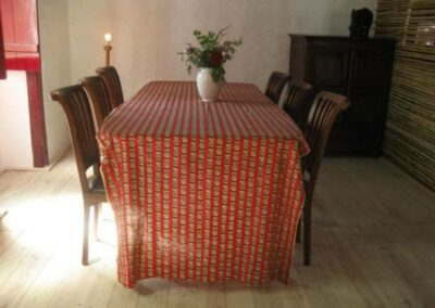 diningtable-in-the-morningsun-EH-1