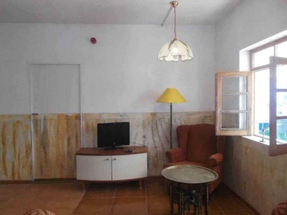armario-pequeno-com-tv-na-casa-de-ferias-Oliveira