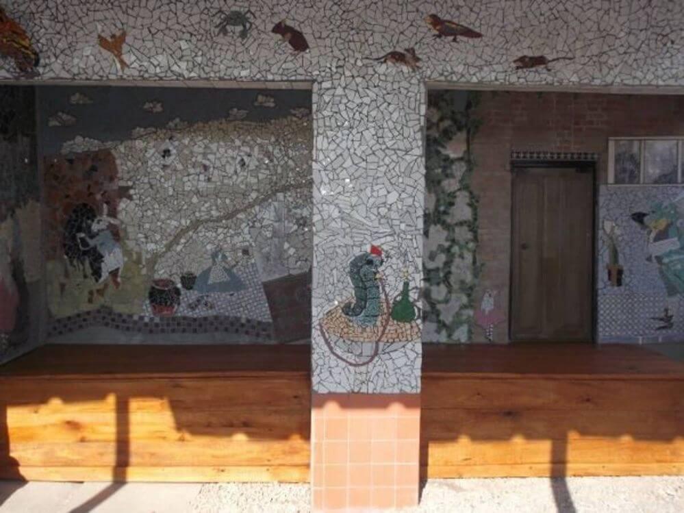 mosaico-no-patio-da-piscina-Alice-no-pais-das-maravilhas