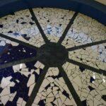 mozaiekvloer-in-het-paviljoen-op-het-dorpsplein