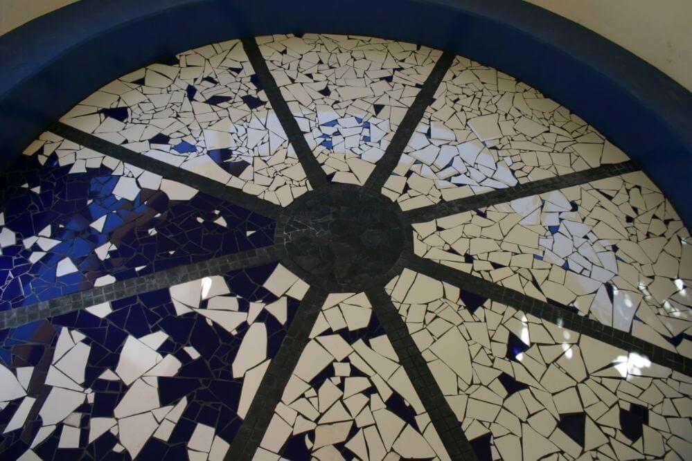 chao-com-mosaico-no-paviliao