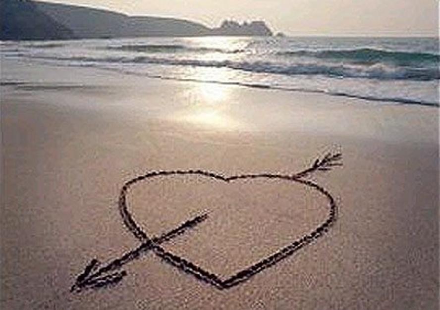 praia_coração-na-areia