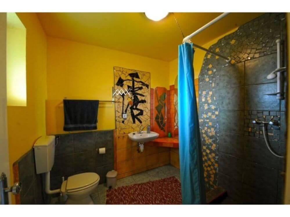 totaal-overzicht-van-badkamer-van-kamer-3-van-appartement-TWO