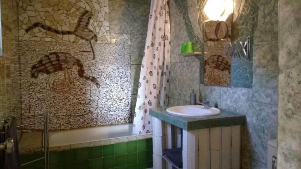 totaalplaatje-van-de-badkamer-van-vakantiehuis-Oliveira