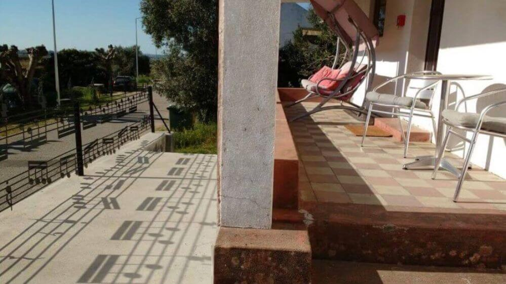 veranda-van-vakantiehuisje-Oliveira