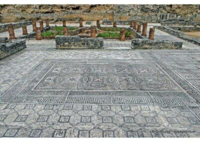 mosaic-floor-and-pilars-in-conimbriga-1