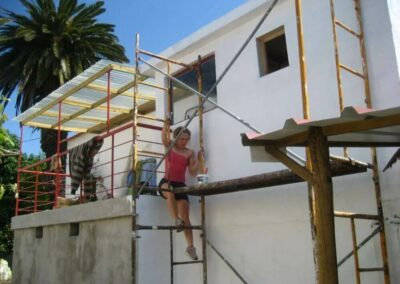 volunteers_painting-the-ElephantHouse