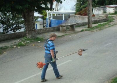 volunteers_cutting-grass