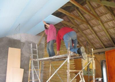 volunteers_finishing-the-ceiling